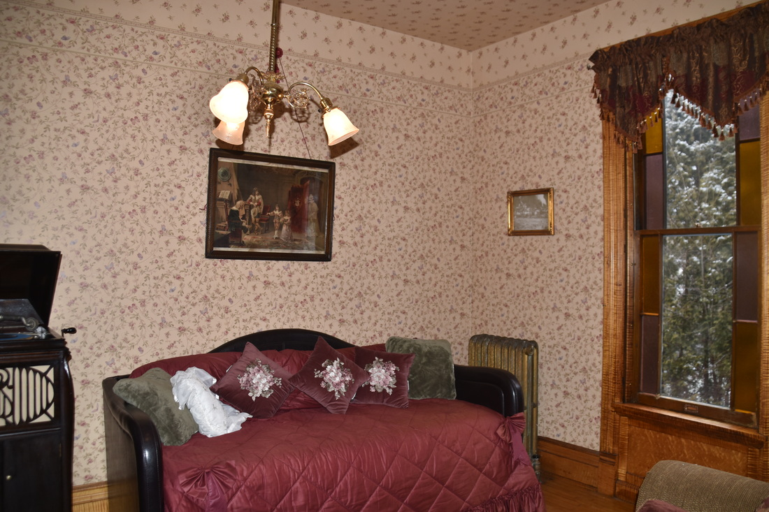 . Setting Rooms   Charles Nelson Schmick House A Victorian Bed   Breakfast